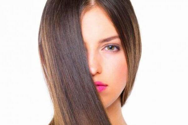 ¿Cómo alisar el pelo sin plancha y sin dañarlo?